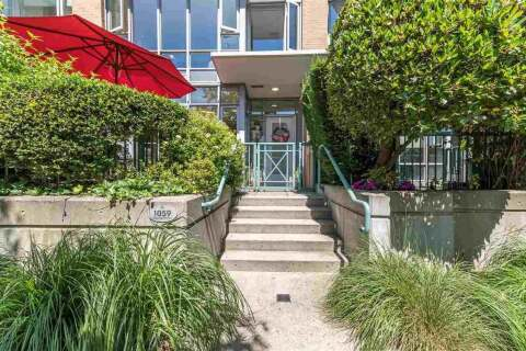 Townhouse for sale at 1059 Marinaside Cres Vancouver British Columbia - MLS: R2478104