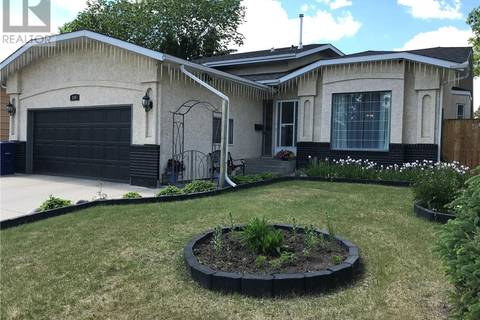 House for sale at 106 Pendygrasse Rd Saskatoon Saskatchewan - MLS: SK773275