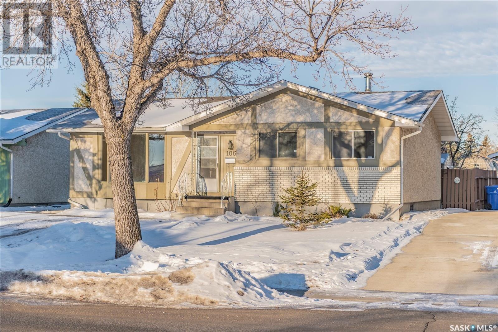 House for sale at 106 University Park Dr Regina Saskatchewan - MLS: SK835980