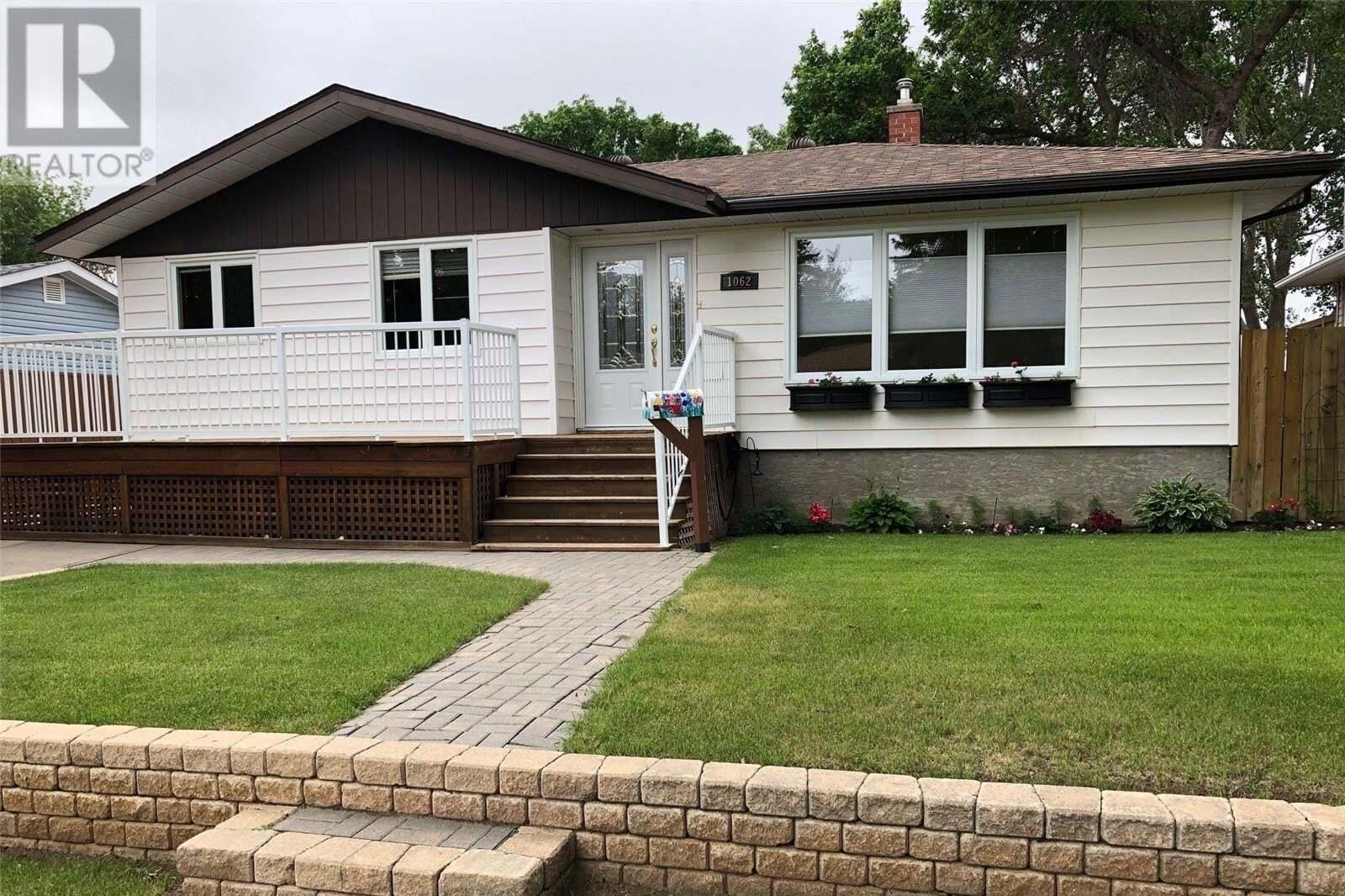 House for sale at 1062 Simpson Ave Moose Jaw Saskatchewan - MLS: SK813598
