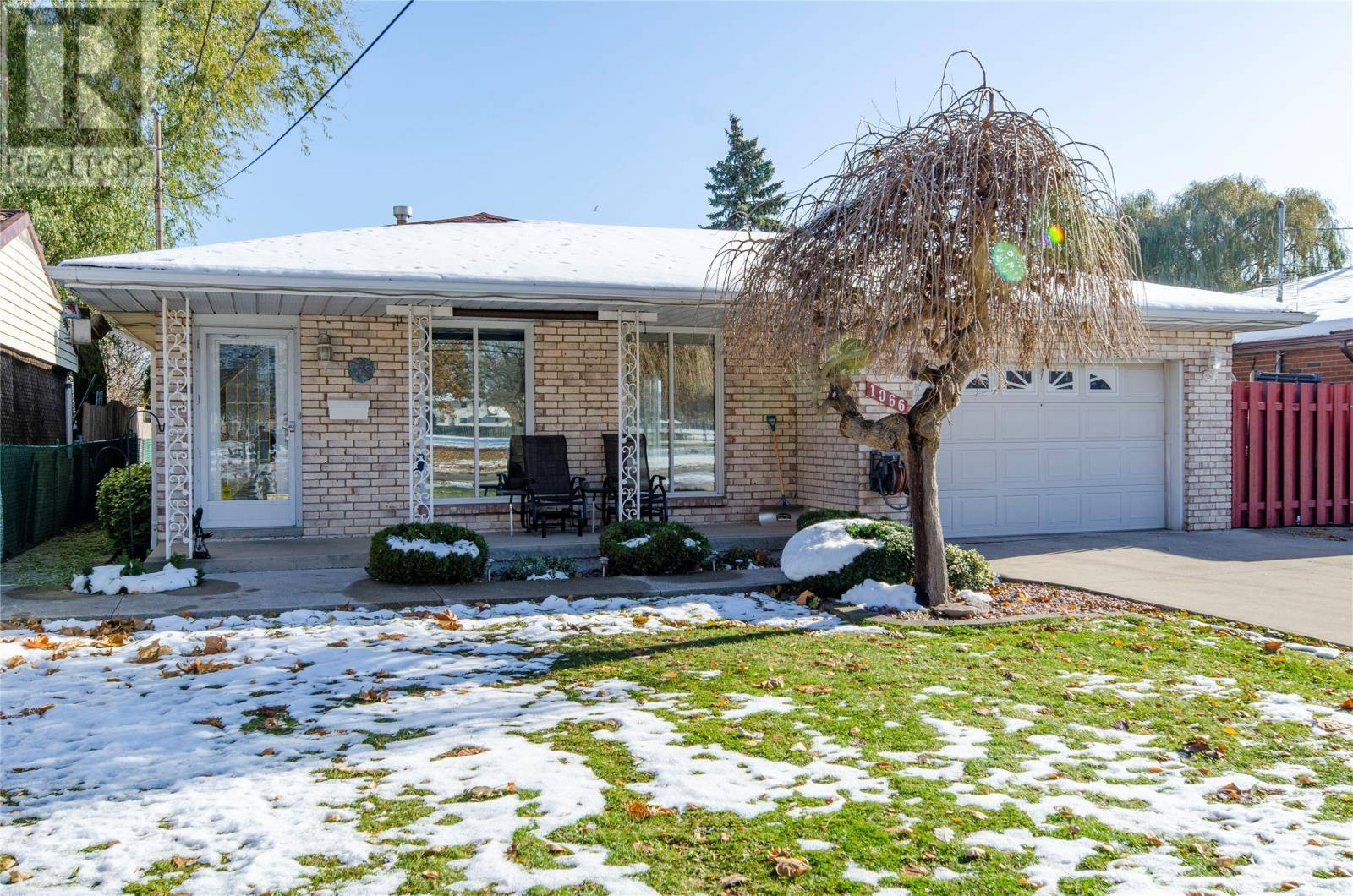House for sale at 1066 Riverdale  Windsor Ontario - MLS: 19028528