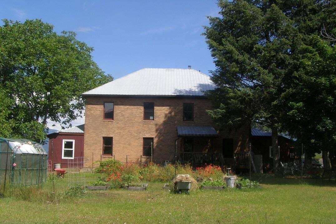 House for sale at 1068 Columbia Road  Castlegar British Columbia - MLS: 2442505
