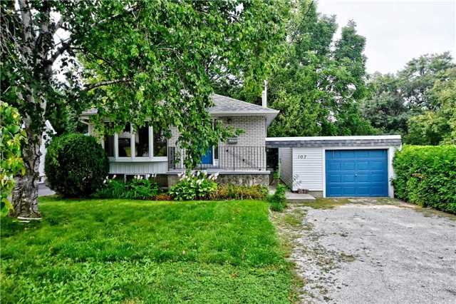House for sale at 107 Roxborough Road Newmarket Ontario - MLS: N4289233