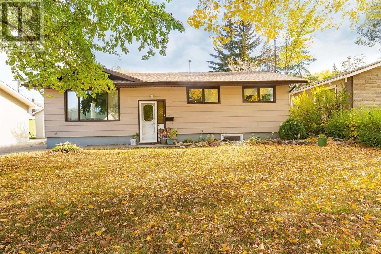 House for sale at 107 Spinks Dr Saskatoon Saskatchewan - MLS: SK828675
