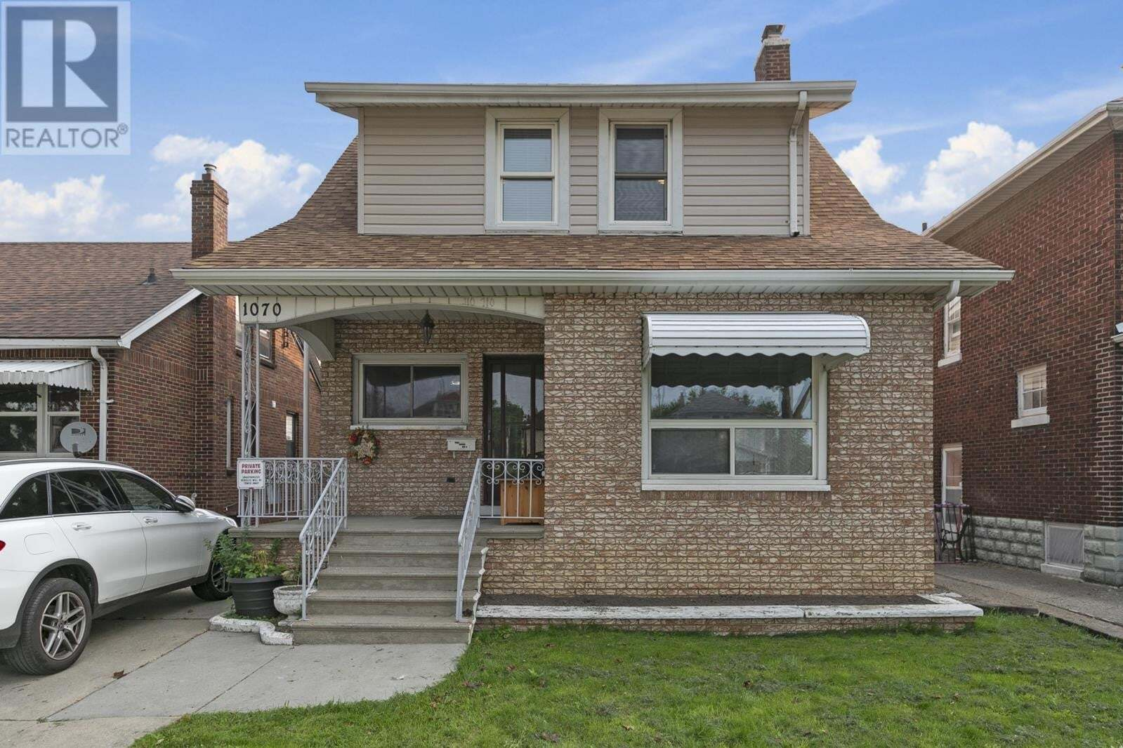 Townhouse for sale at 1070 Parent  Windsor Ontario - MLS: 20012231