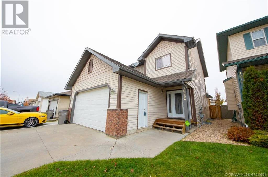 House for sale at 10706 125 Ave Grande Prairie Alberta - MLS: GP210594