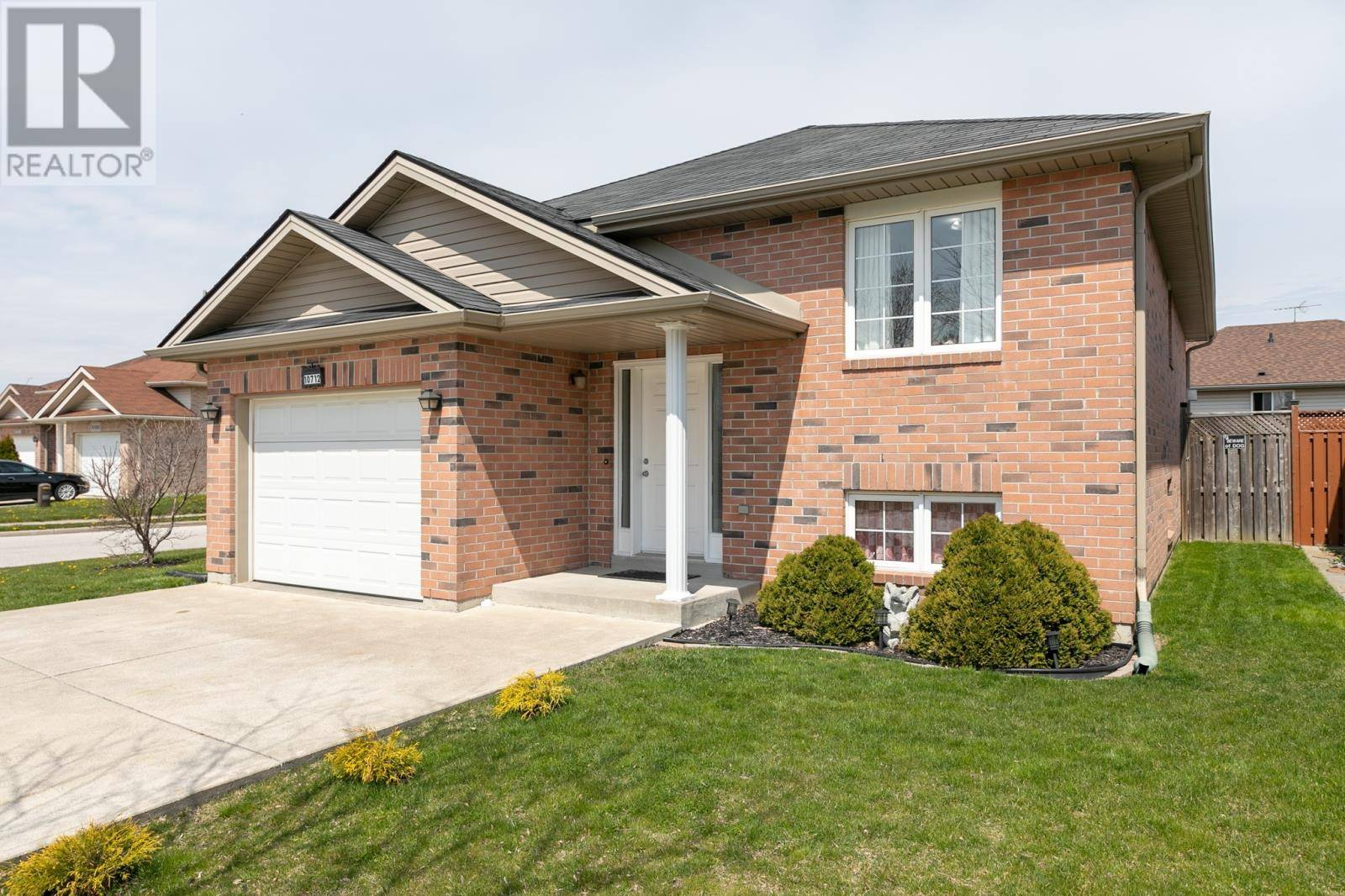 House for sale at 10712 Springhollow Dr Windsor Ontario - MLS: 20004628
