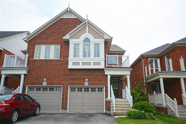 For Sale: 1072 Pepperidge Crossing , Mississauga, ON | 3 Bed, 4 Bath Townhouse for $775,000. See 20 photos!