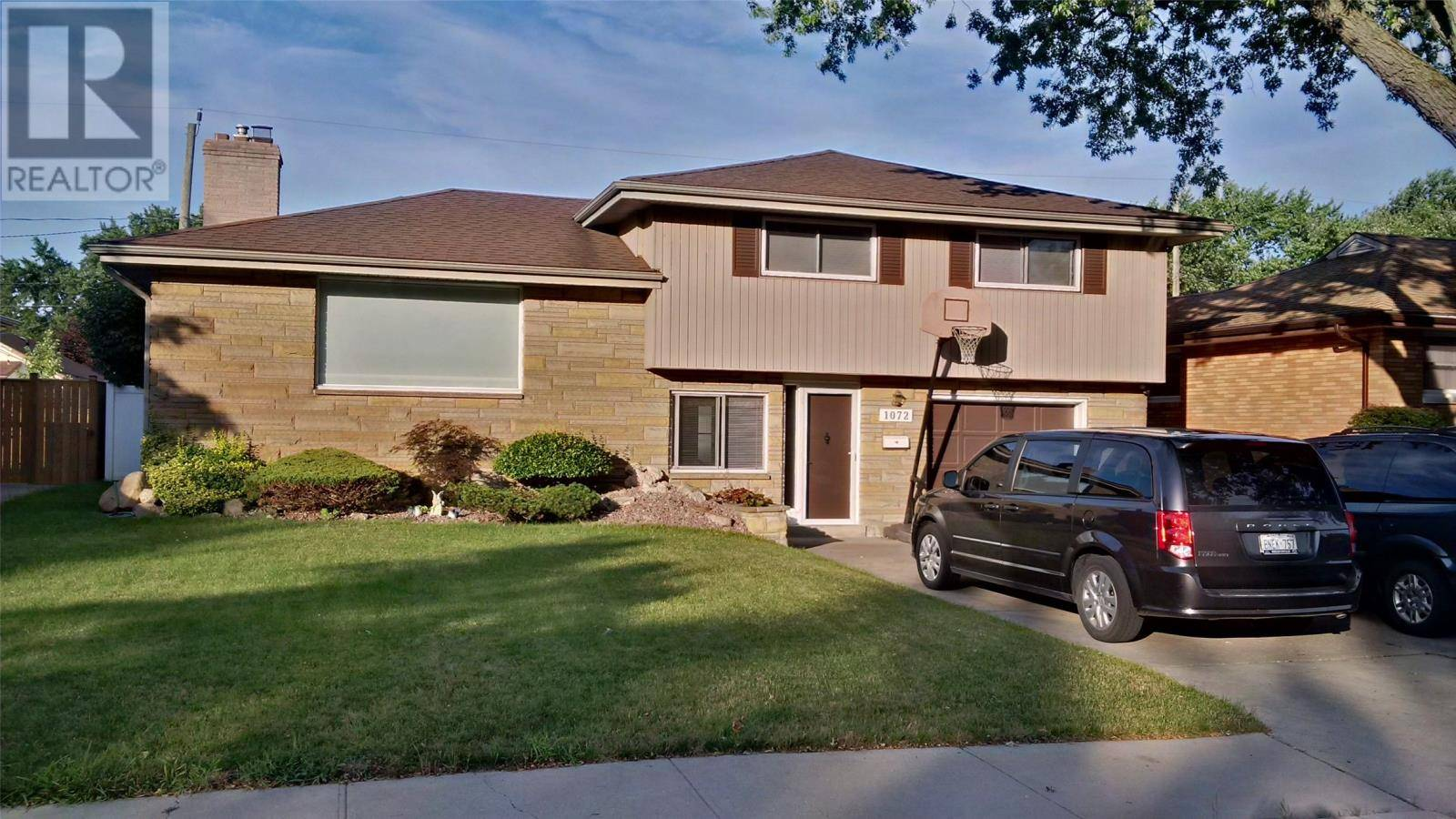 House for sale at 1072 Virginia  Windsor Ontario - MLS: 20002010