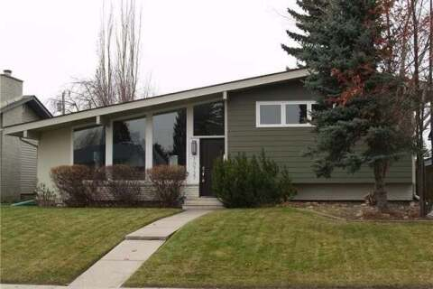 House for sale at 10727 Maplecrest Rd Southeast Calgary Alberta - MLS: C4287277