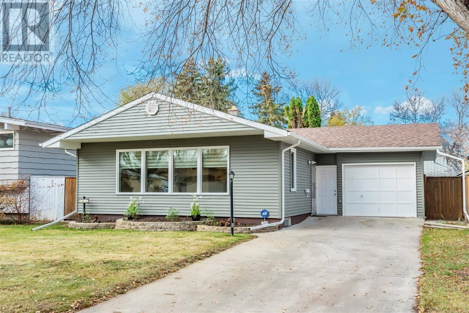 House for sale at 1076 East Ce Saskatoon Saskatchewan - MLS: SK790156