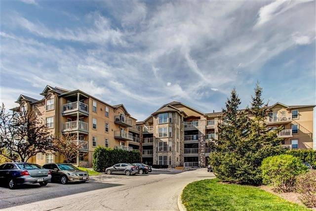 For Sale: 108 - 1450 Bishops Gate, Oakville, ON | 1 Bed, 1 Bath Condo for $352,000. See 17 photos!