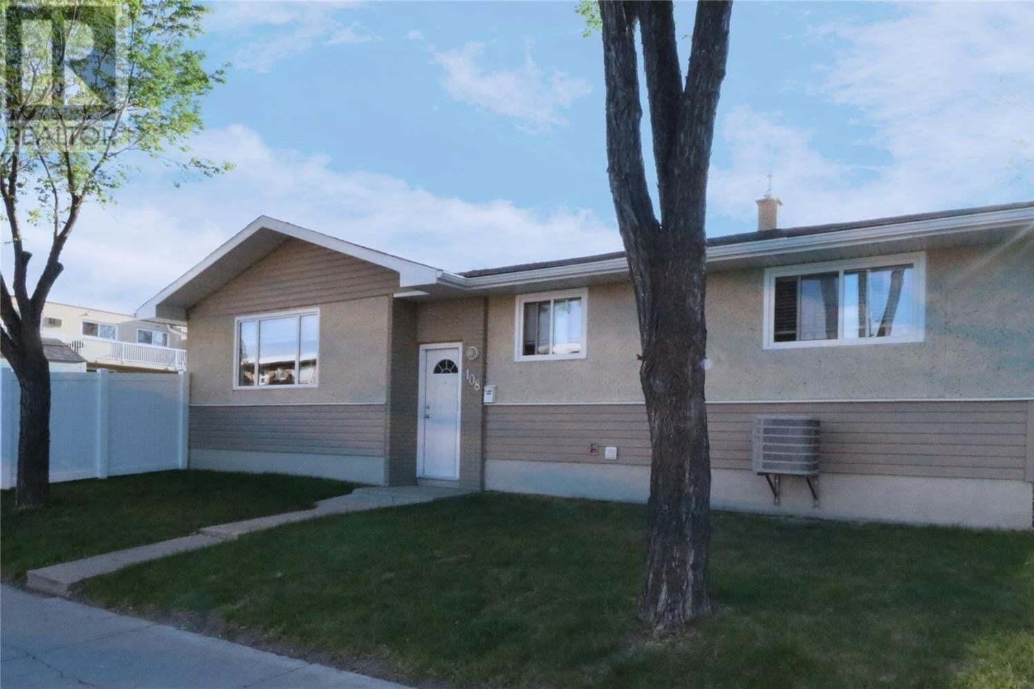 House for sale at 108 Angus Rd Regina Saskatchewan - MLS: SK809696