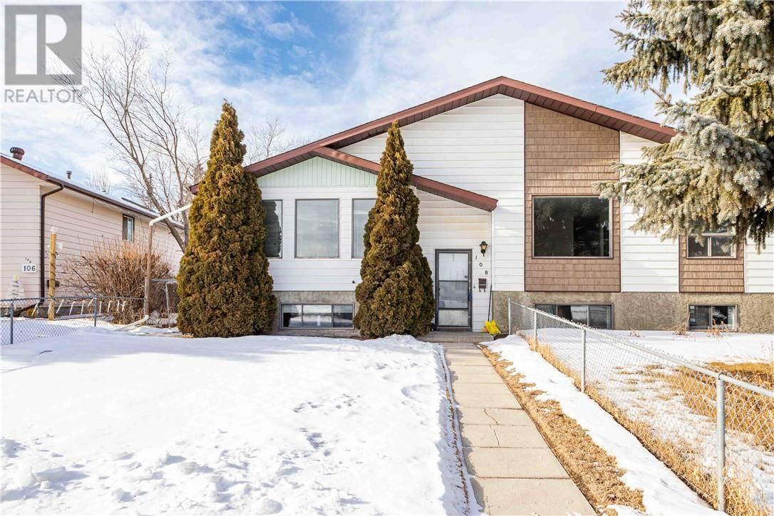 Townhouse for sale at 108 Cornett Dr Red Deer Alberta - MLS: ca0188303