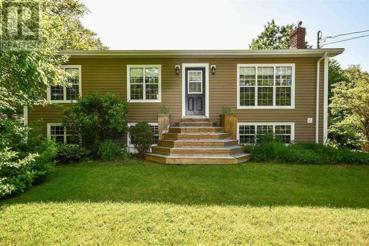 House for sale at 108 South Rawdon Rd Mount Uniacke Nova Scotia - MLS: 202010797