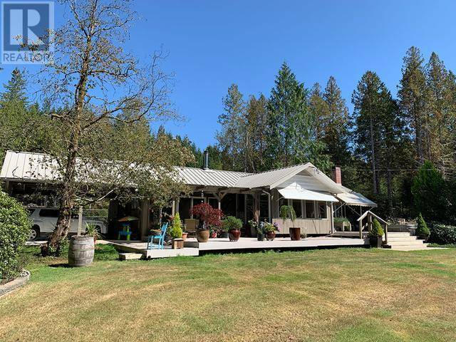 10868 Kennedy Road, Powell River | Image 1