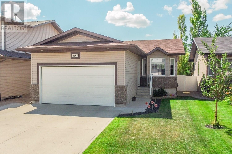 House for sale at 1087 Gull Rd Regina Saskatchewan - MLS: SK819401