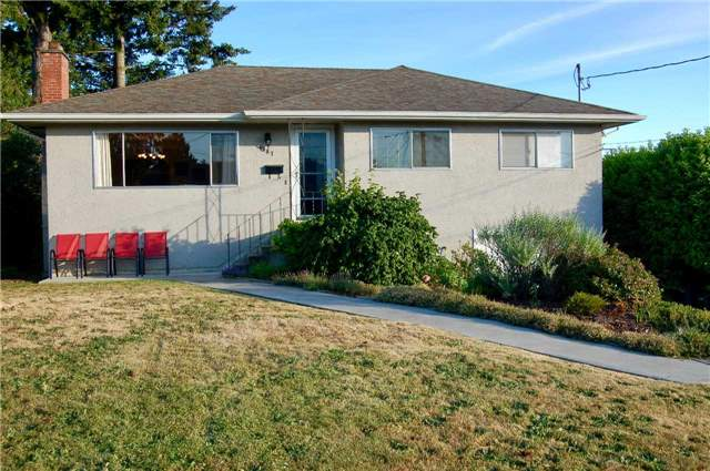 For Sale: 1087 Londonderry Road, Victoria, BC | 3 Bed, 2 Bath House for $849,000. See 20 photos!