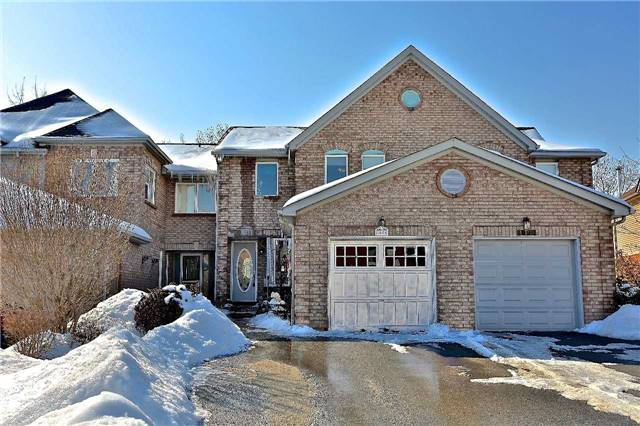For Sale: 1088 Lindsay Drive, Oakville, ON | 3 Bed, 3 Bath Townhouse for $600,000. See 20 photos!