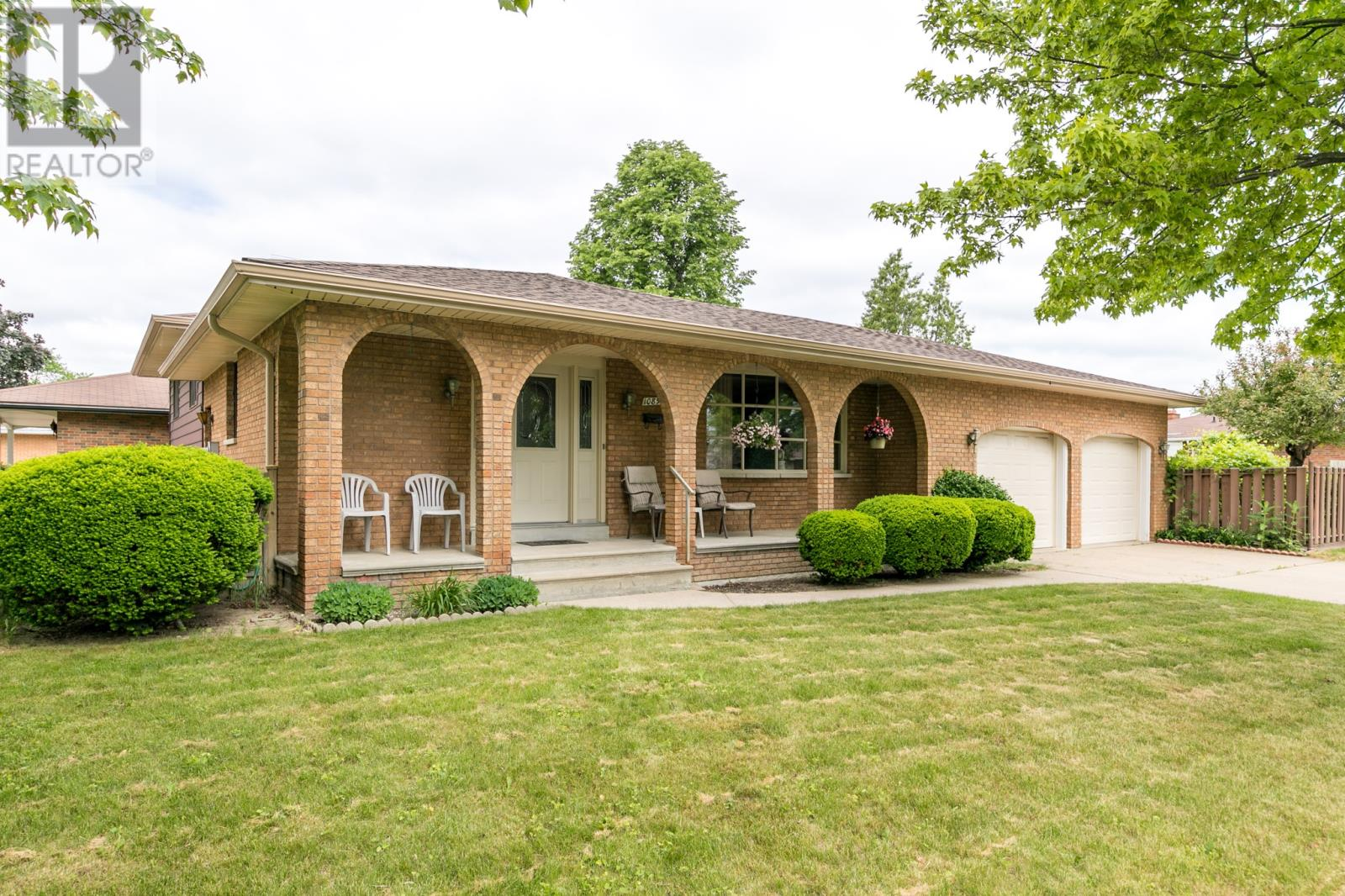 10893 atwater windsor for sale 269900 zolo for sale 10893 atwater windsor on 4 bed 2 bath house solutioingenieria Images