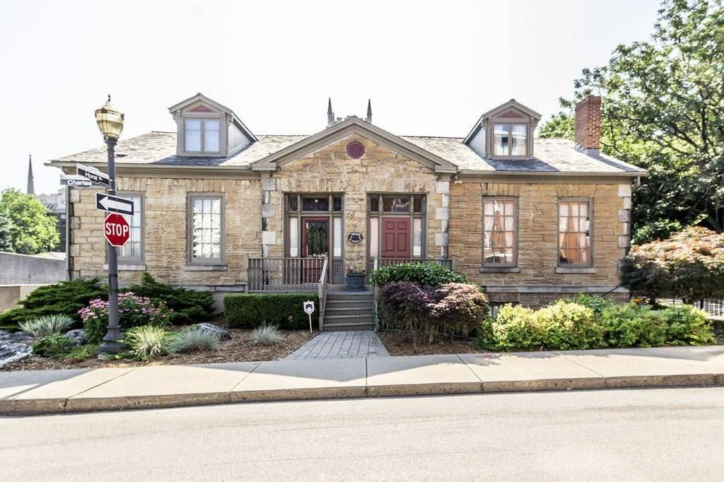Residential property for sale at 111 Charles St Unit 109 Hamilton Ontario - MLS: H4060663