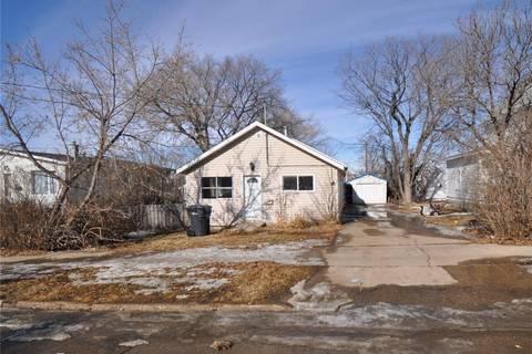 House for sale at 109 2nd Ave S Weyburn Saskatchewan - MLS: SK800486