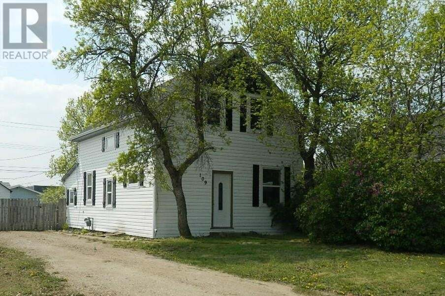 House for sale at 109 3 Ave East Oyen Alberta - MLS: mh0152508