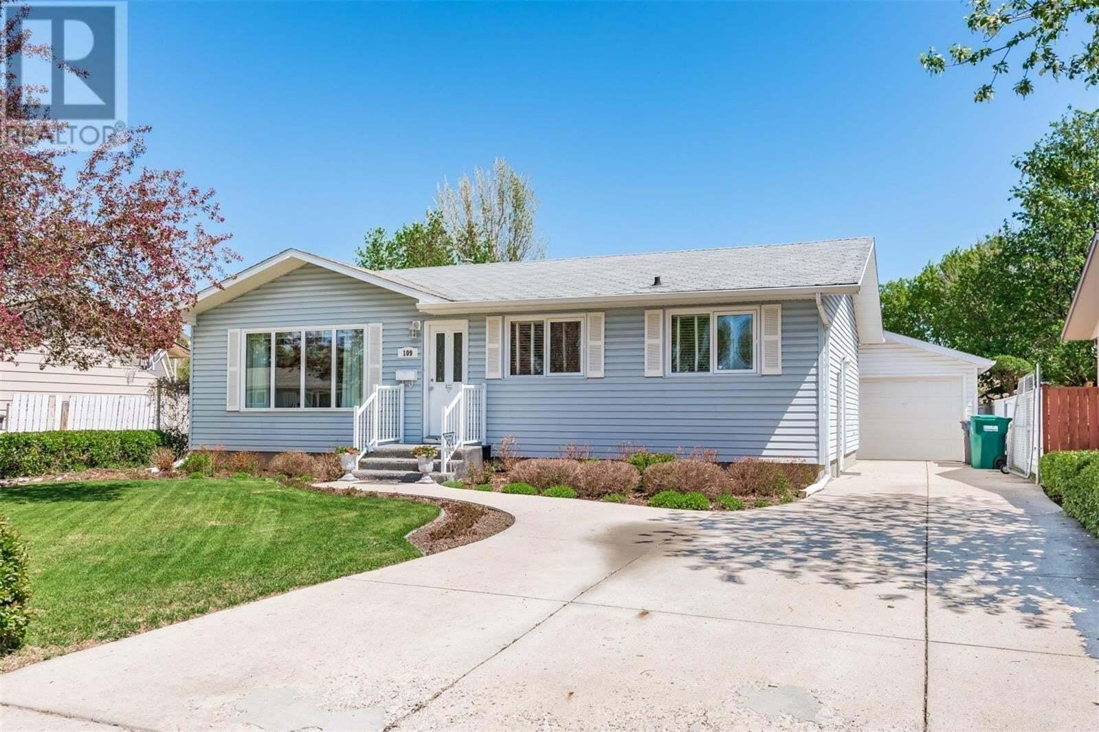 House for sale at 109 Lloyd Cres Saskatoon Saskatchewan - MLS: SK809639