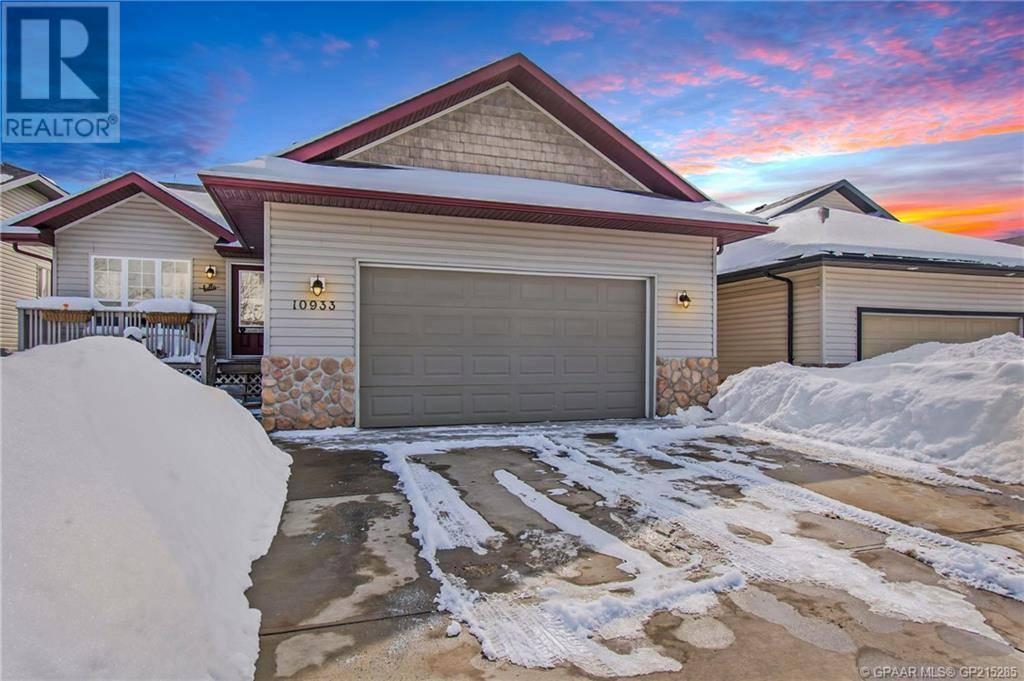 House for sale at 10933 67 Ave Grande Prairie Alberta - MLS: GP215285