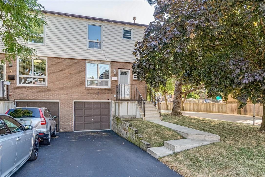 Townhouse for sale at 29 Quail Dr Unit 11 Hamilton Ontario - MLS: H4084305