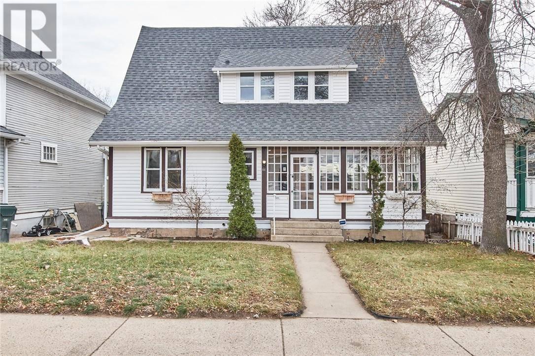 House for sale at 11 4 St Se Medicine Hat Alberta - MLS: mh0183087