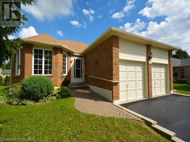 House for sale at 11 Cedar Ct Lindsay Ontario - MLS: 190636