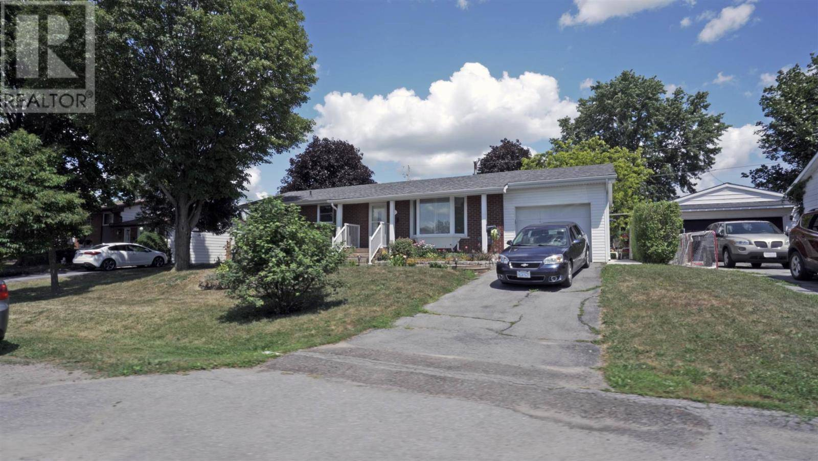 House for sale at 11 Chesterfield Dr Amherstview Ontario - MLS: K19005293