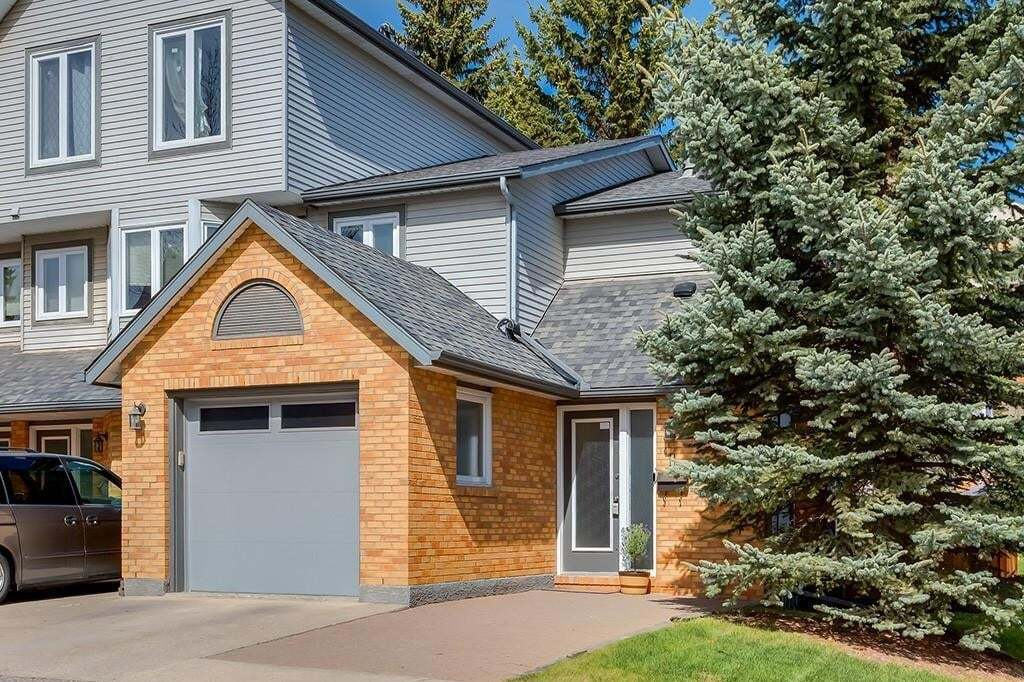 Townhouse for sale at 11 Coachway Gr SW Coach Hill, Calgary Alberta - MLS: C4285069