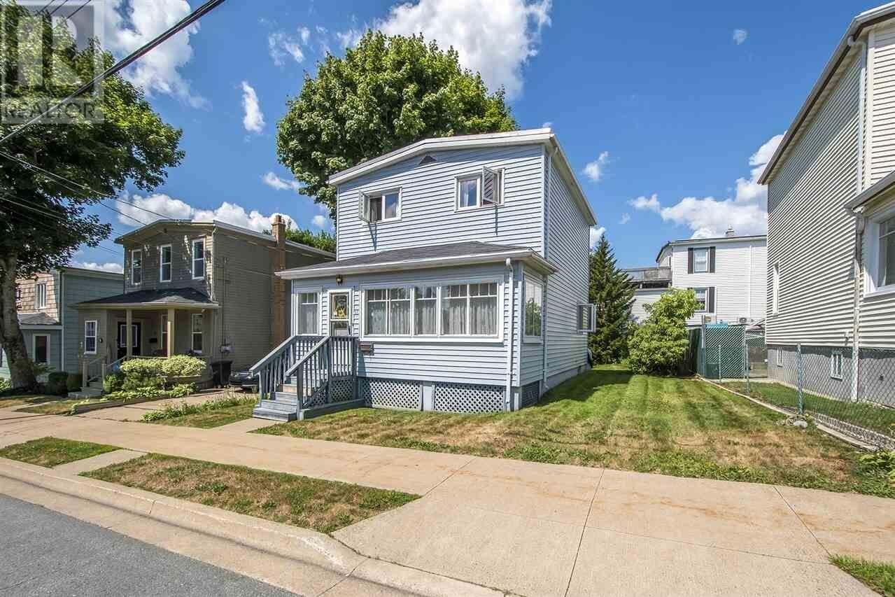 House for sale at 11 Dawson St Dartmouth Nova Scotia - MLS: 202015991