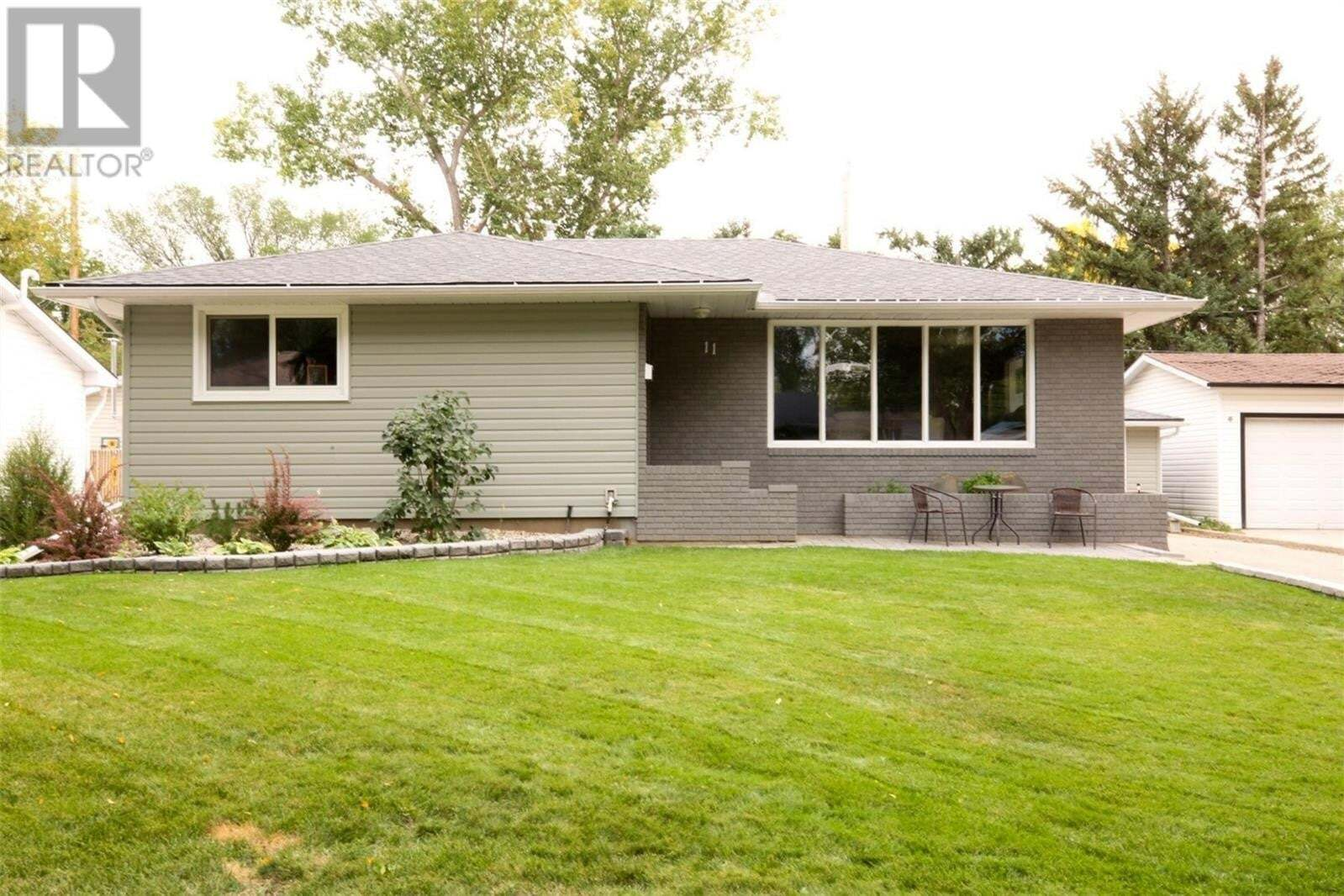 House for sale at 11 Dolphin By Regina Saskatchewan - MLS: SK826818