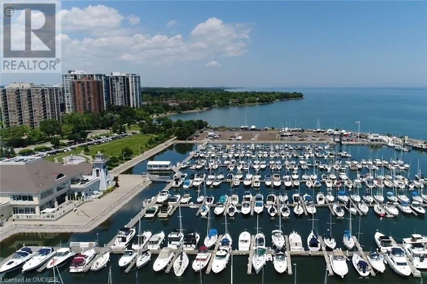 Townhouse for sale at 11 East St Oakville Ontario - MLS: 40044119