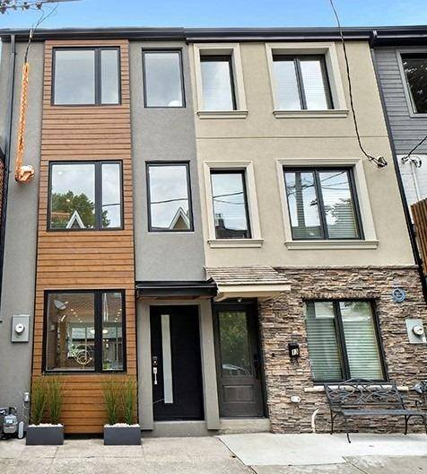 Townhouse for sale at 11 Henderson Ave Toronto Ontario - MLS: C4639477