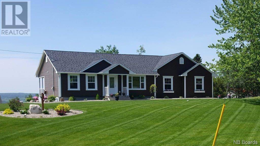 House for sale at 11 Hillsleigh Ct Douglas New Brunswick - MLS: NB038897