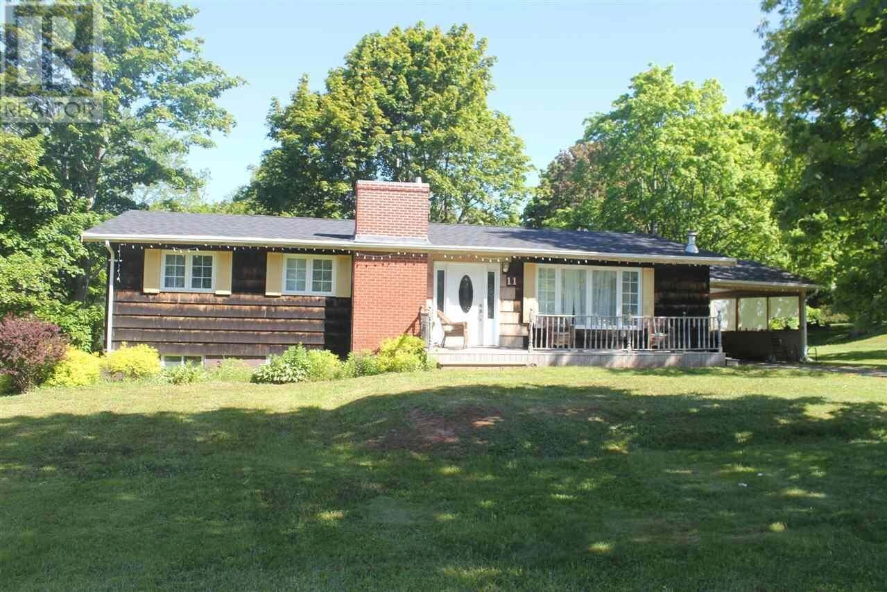 House for sale at 11 Kenlea Ave Charlottetown Prince Edward Island - MLS: 202011994