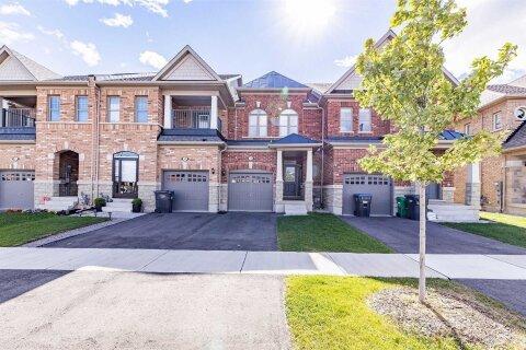 Townhouse for sale at 11 Merrybrook Tr Brampton Ontario - MLS: W4988709