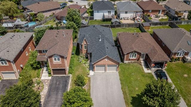 For Sale: 11 Peregrine Road, Barrie, ON | 2 Bed, 3 Bath House for $499,900. See 20 photos!