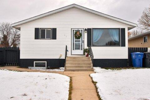 House for sale at 11 Rossmere Cs SE Medicine Hat Alberta - MLS: A1051103