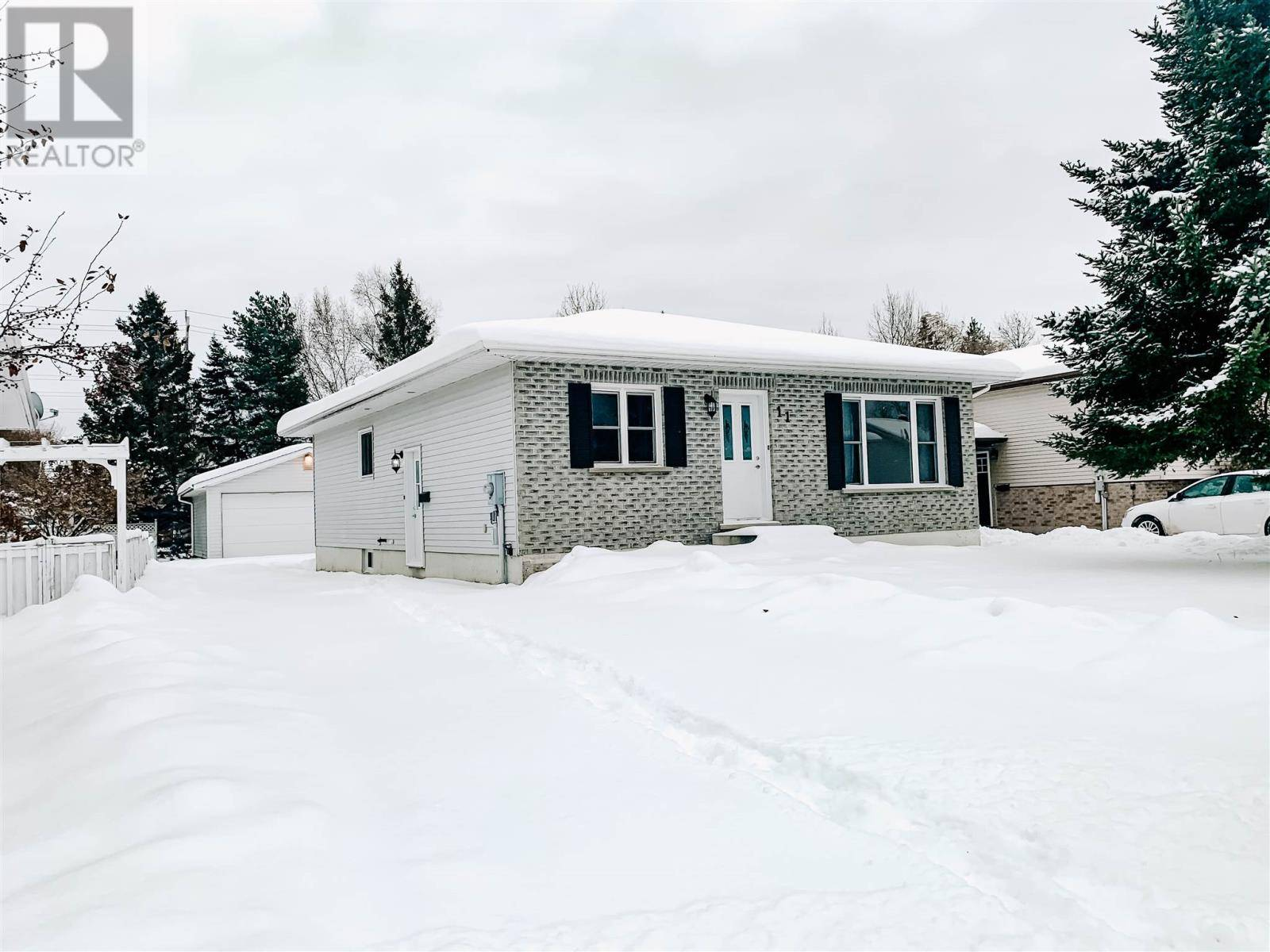 House for sale at 11 Softwood Dr Sault Ste. Marie Ontario - MLS: SM127438