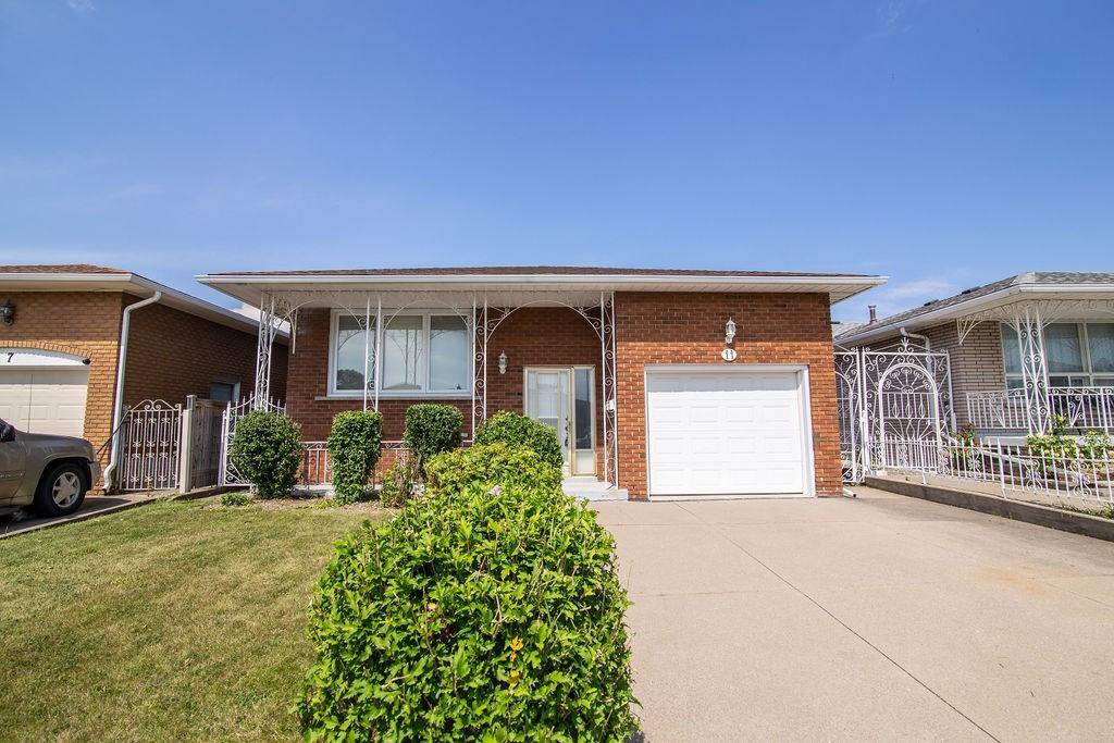 House for sale at 11 Village Dr Hamilton Ontario - MLS: H4061497
