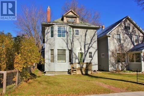 House for sale at 110 31st St W Saskatoon Saskatchewan - MLS: SK779950