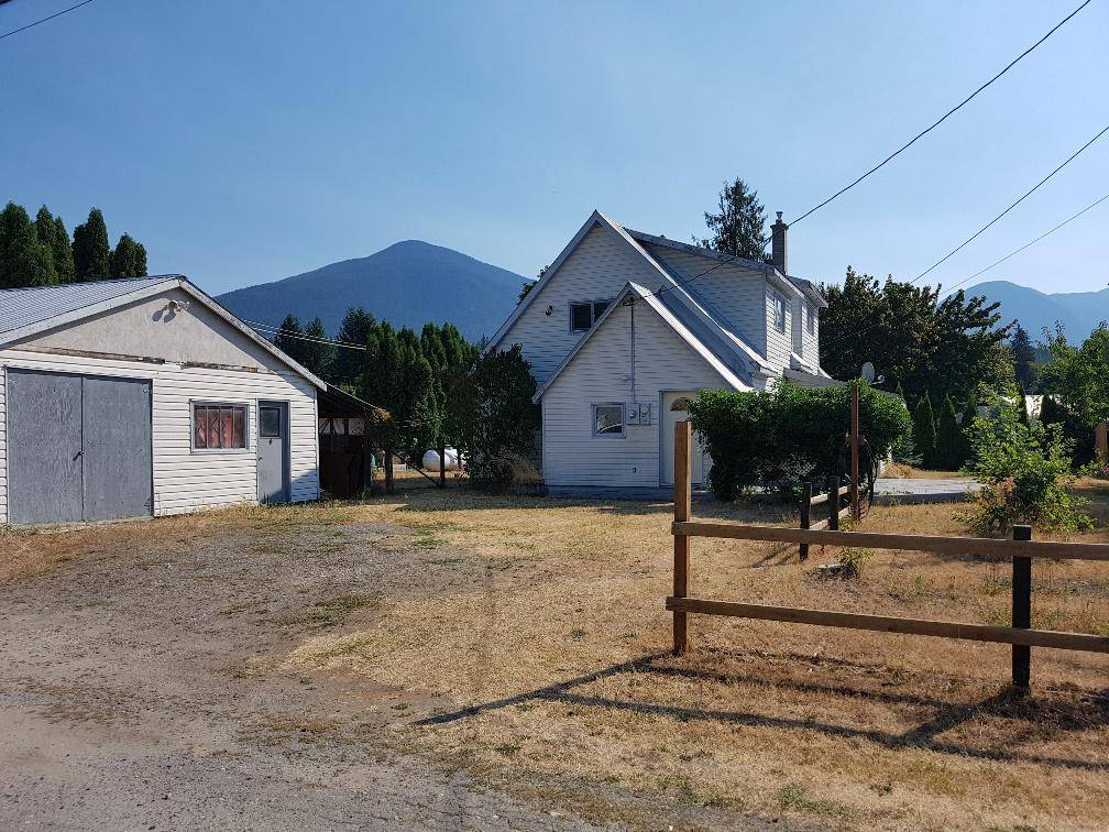 House for sale at 110 4th Avenue  Nakusp British Columbia - MLS: 2451036