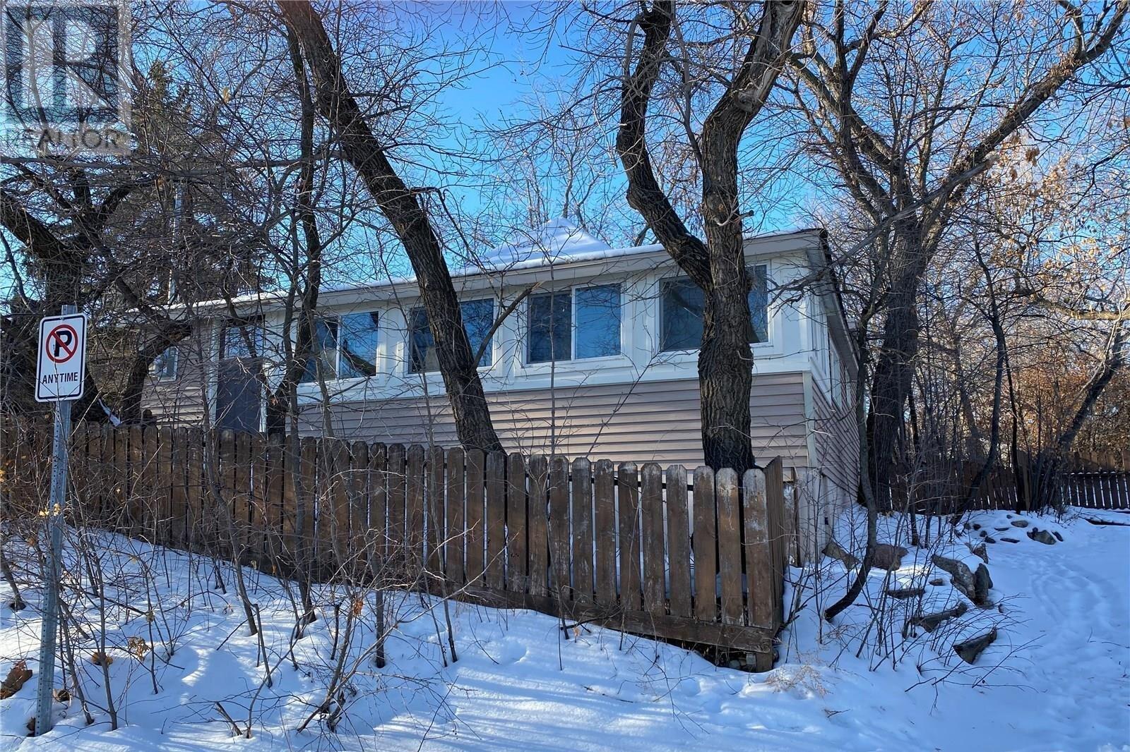 House for sale at 110 First St E Regina Beach Saskatchewan - MLS: SK830551