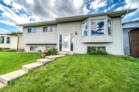 House for sale at 110 Park Rd Strathmore Alberta - MLS: A1014225