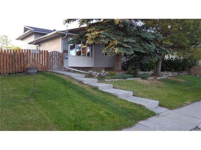 Sold: 110 Pinehill Road Northeast, Calgary, AB